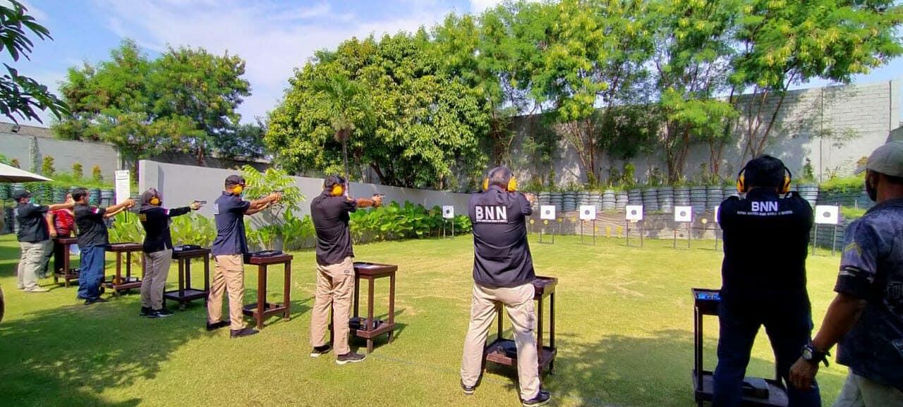 Latihan Menembak di Lapangan Tembak Krisna Polda Jatim